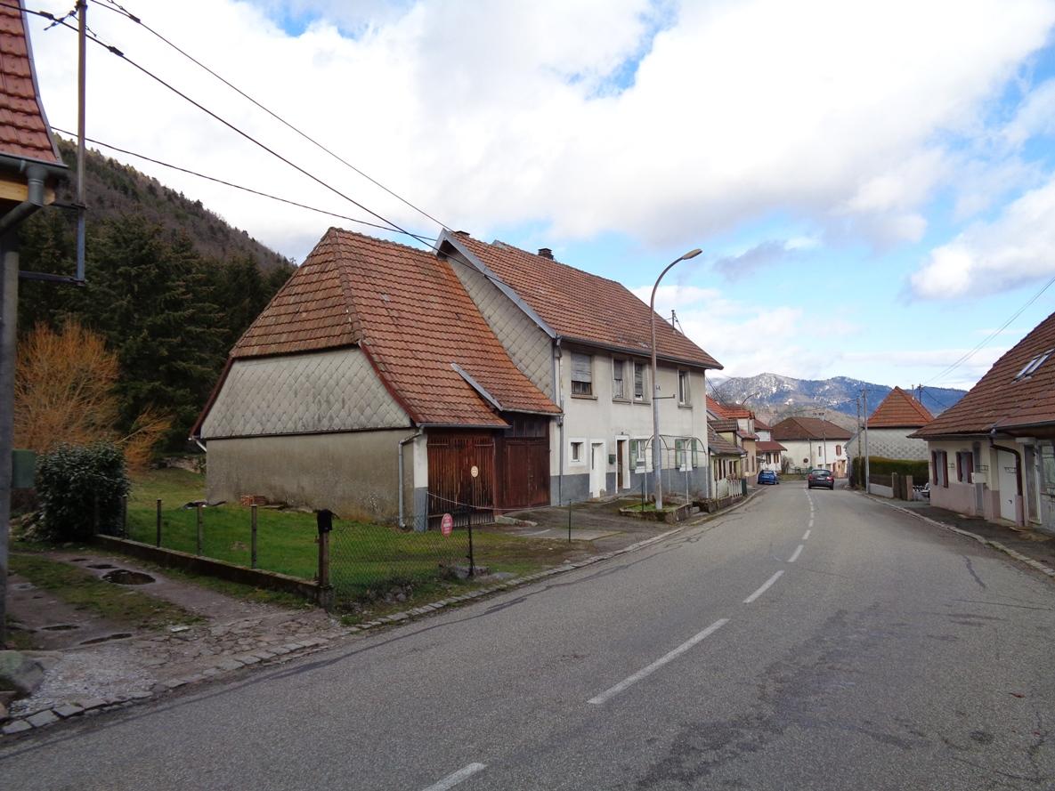 Ref. 1275- Grande maison de village sur 89 ares